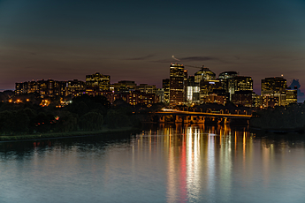 Rosslyn shines at night
